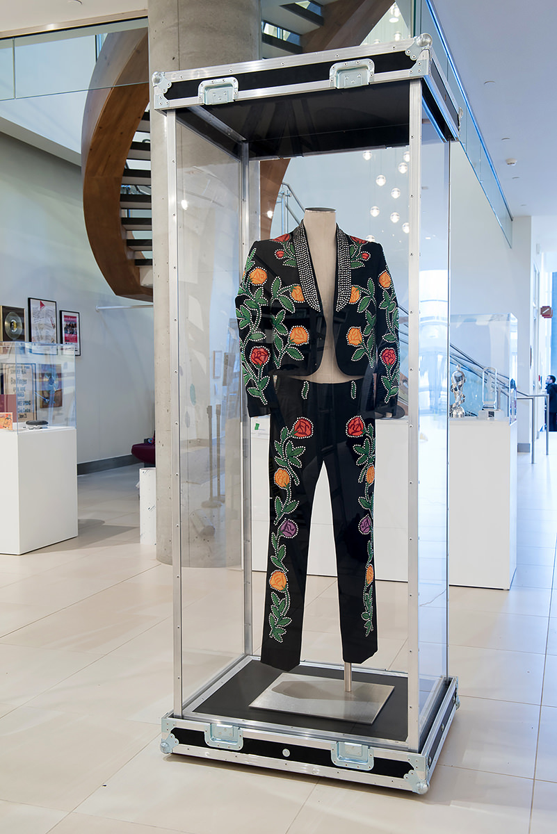 Costume de Nudie Cohn (pantalon et veston) porté par Hank Snow,  Numéro de l'objet : 1366,  Centre national de musique