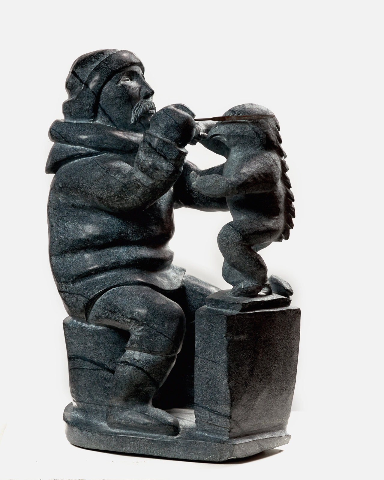 Kiawak Ashoona, Inuit Carver, My Father ( 2002 ) Goota Ashoona (1967 - ) Stéatite Collection : Banque d'art du Conseil des arts du Canada