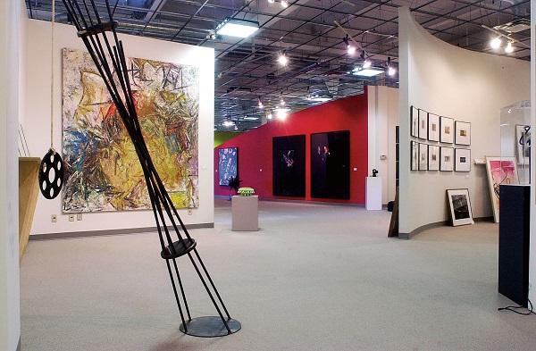L'intérieur de la Banque d'art du Conseil des arts