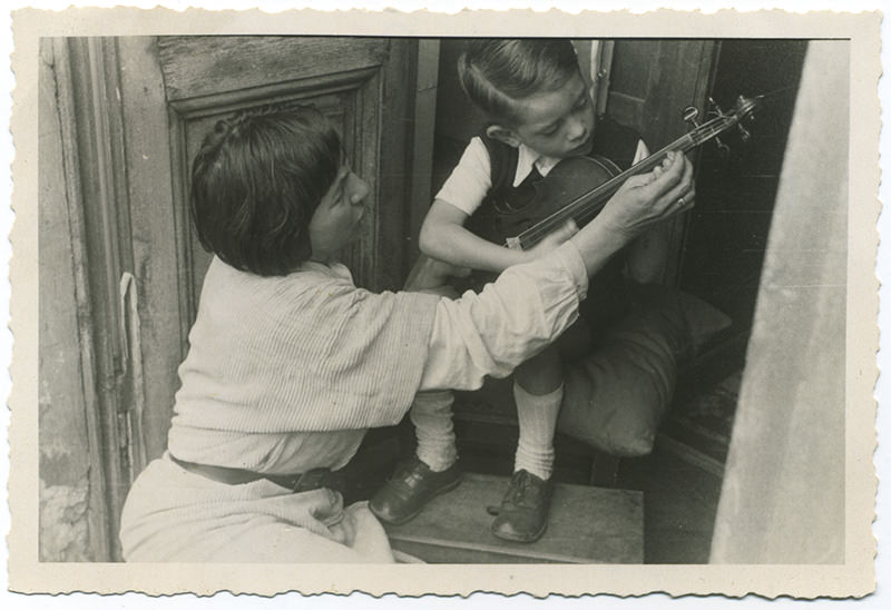 Sonia enseigne le violon à Pierre de Fridman en 1949