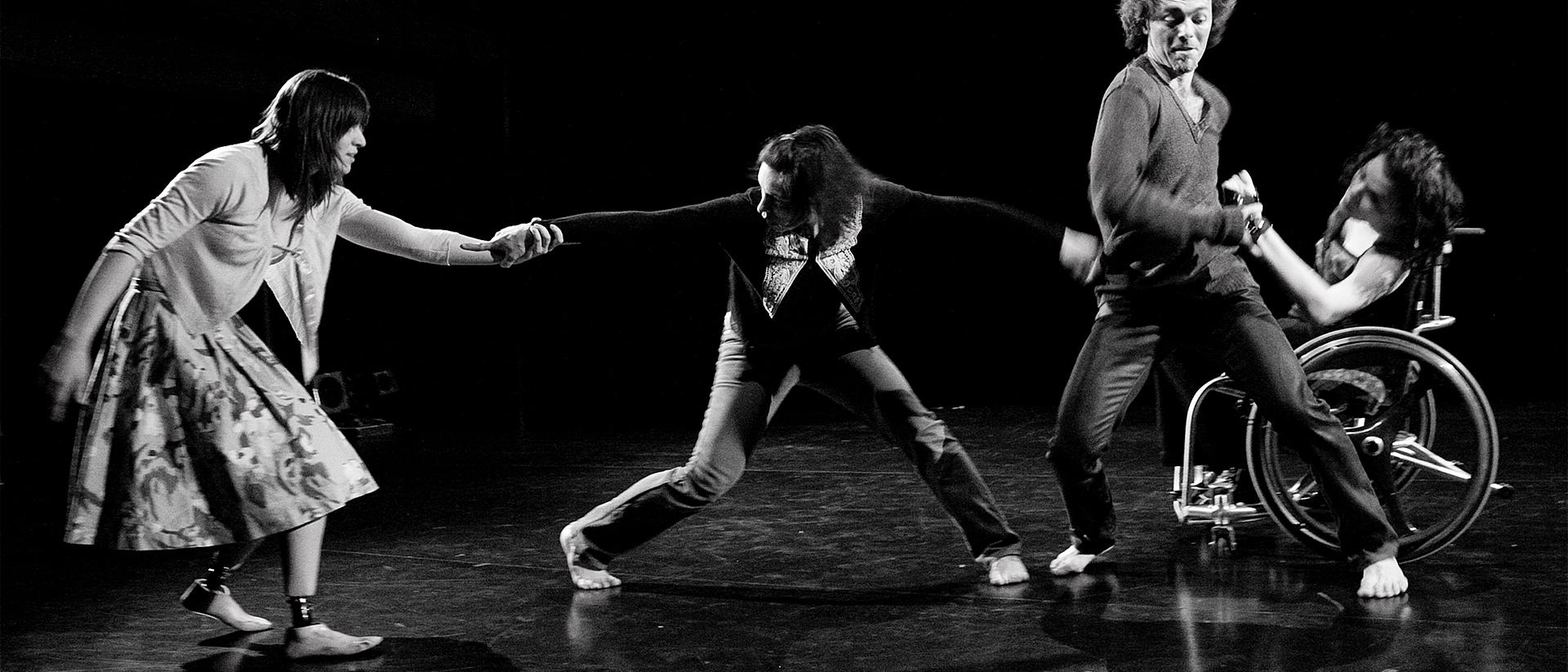 Oiseaux de Malheur interprétée par Estelle Clareton Marie-Hélène Bellavance, Annie De Pauw, Tom Casey, France Geoffroy de Corpuscule Danse